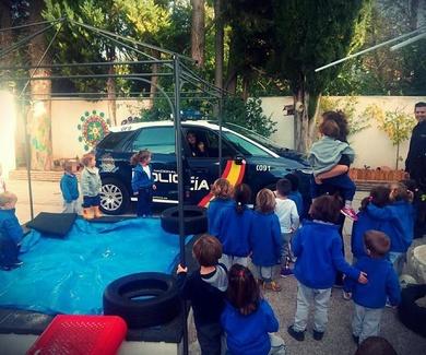 Policía en Playschool