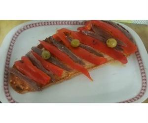 Tostas de anchoas y pimiento