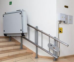 Diferencias entre las sillas salvaescaleras y las plataformas salvaescaleras
