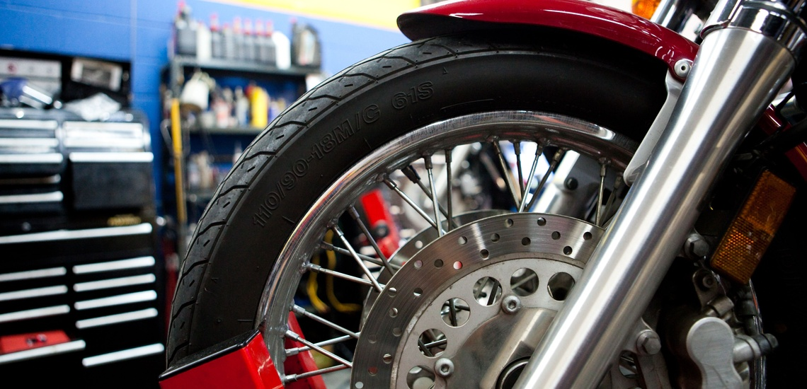 Taller mecánico de reparación de motos en l'Eixample, Barcelona