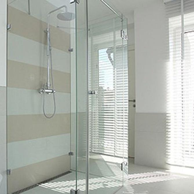 ¿Cómo elegir la mampara de baño más adecuada?