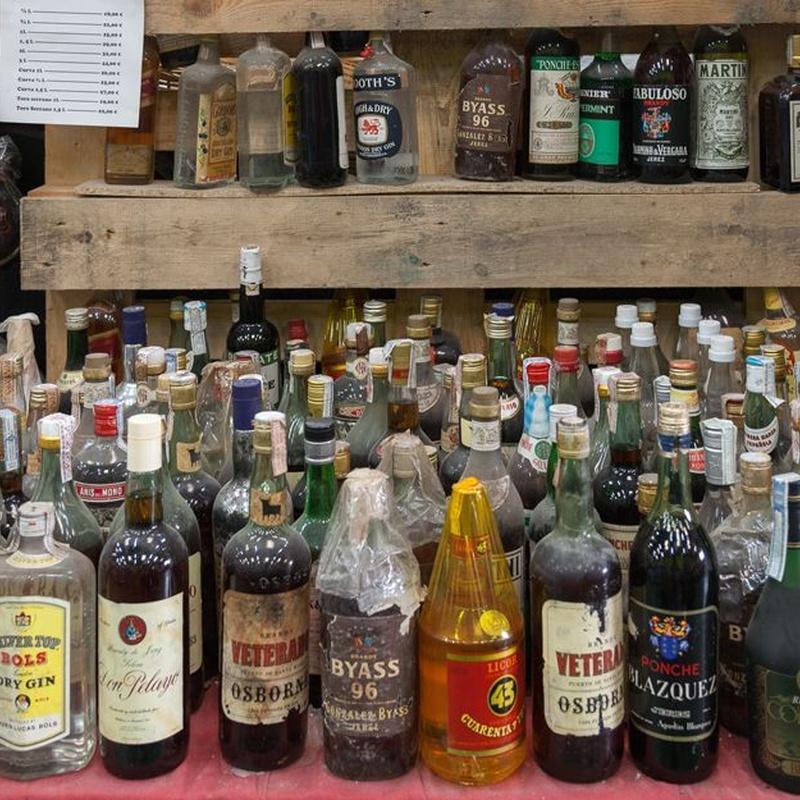 Brandis y bebidas con solera: Nuestros productos de Bodega Cabria