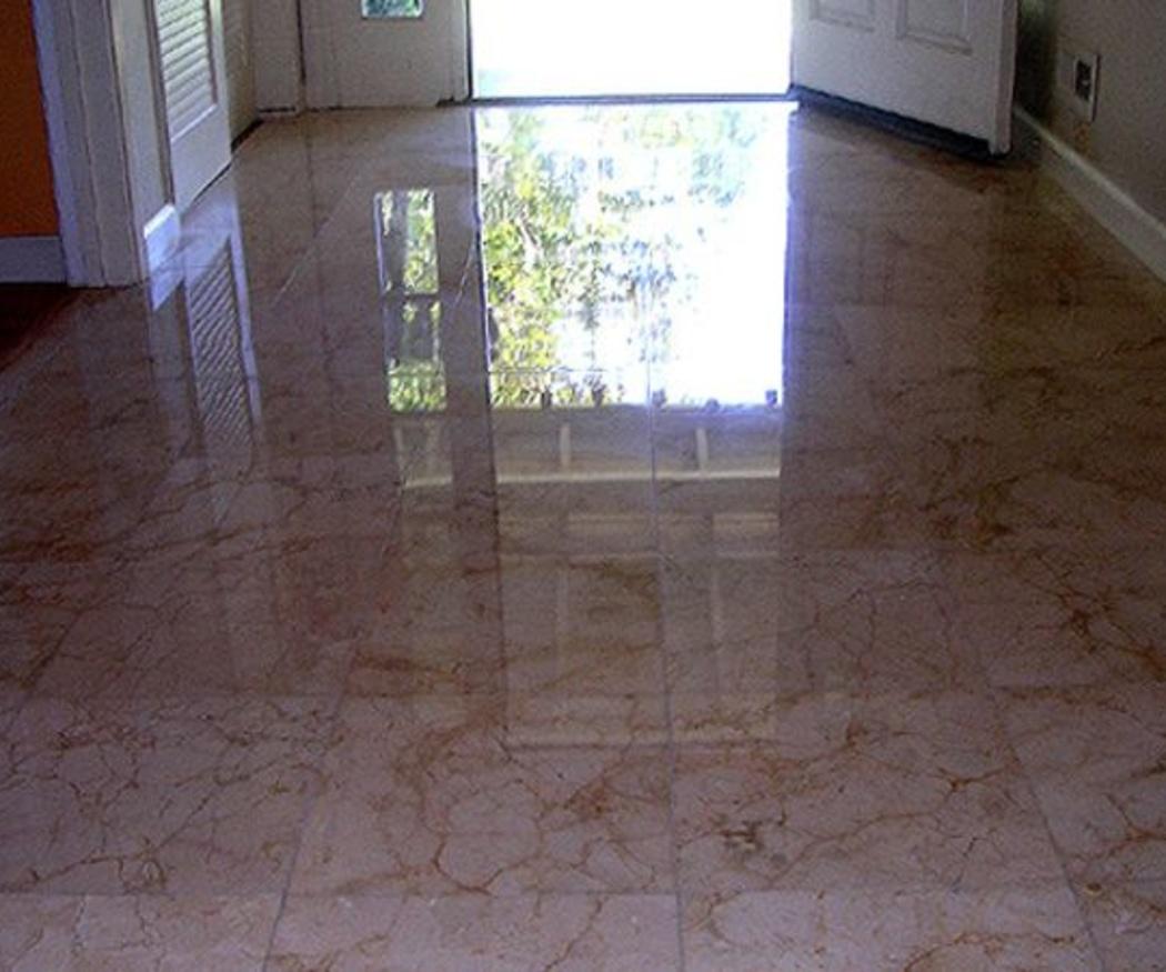¿Cómo se abrillantan los suelos de mármol?