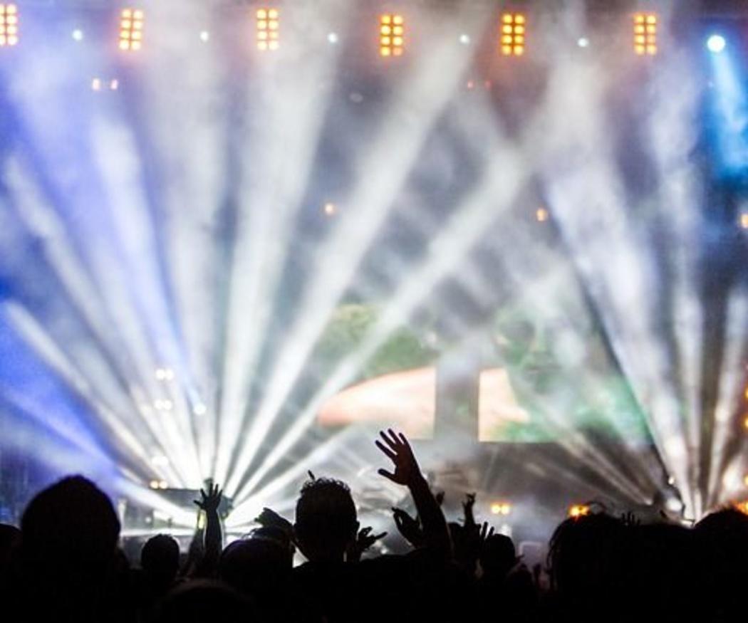 5 luces para iluminar una discoteca