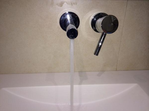 Instalación de grifos para baño y ducha