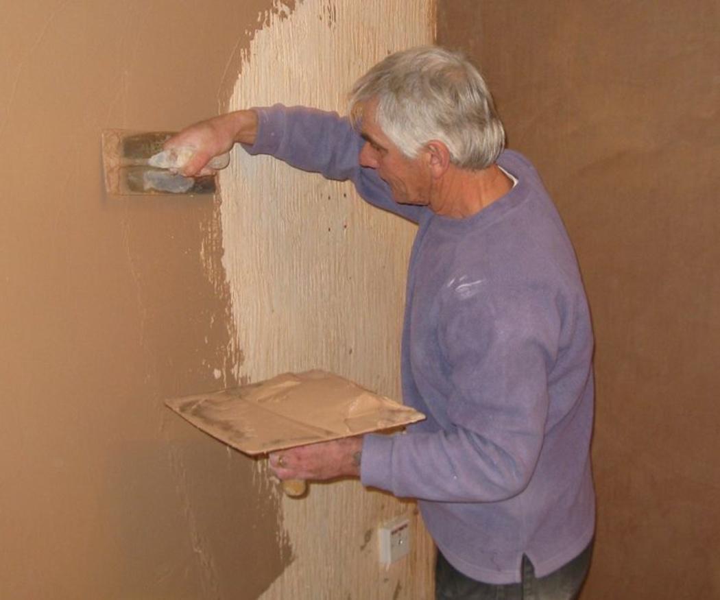 Alisar una pared con gotelé