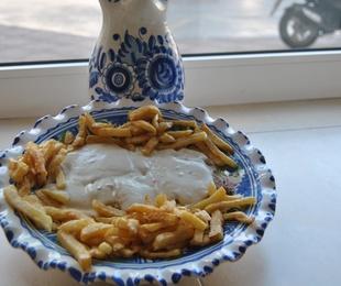 4 Lomo en Salsa Roquefort con Guarnicion.