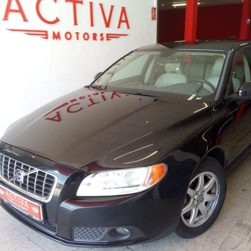 VOLVO V70 D5 Momentum 5p.: Nuestros Vehículos de Activa Motors