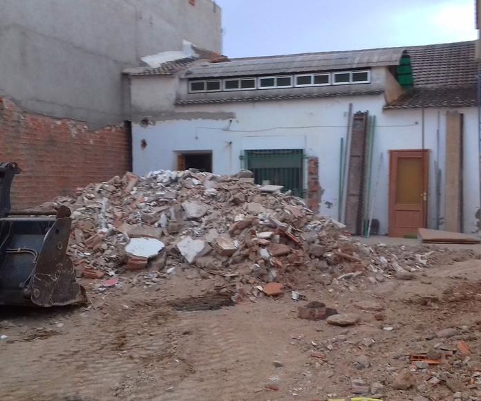 Carga de escombros y transporte a vertedero
