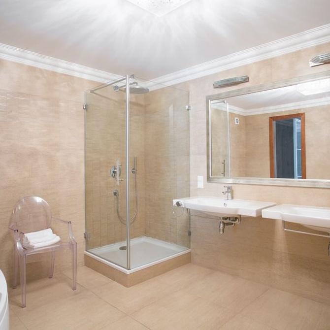 ¿Cuánto se tarda en cambiar la bañera por un plato de ducha?
