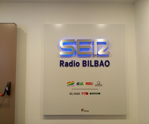 Rotulo entrada nueva sede CADENA SER EN BILBAO