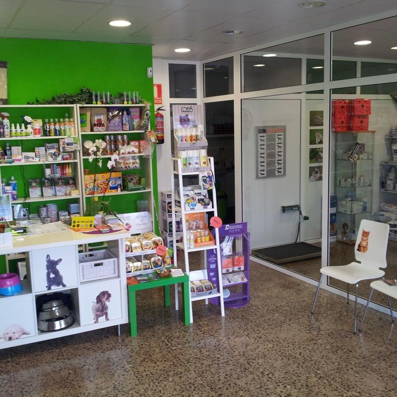 Tienda y peluquería: Servicios de Centre Veterinari del Foix