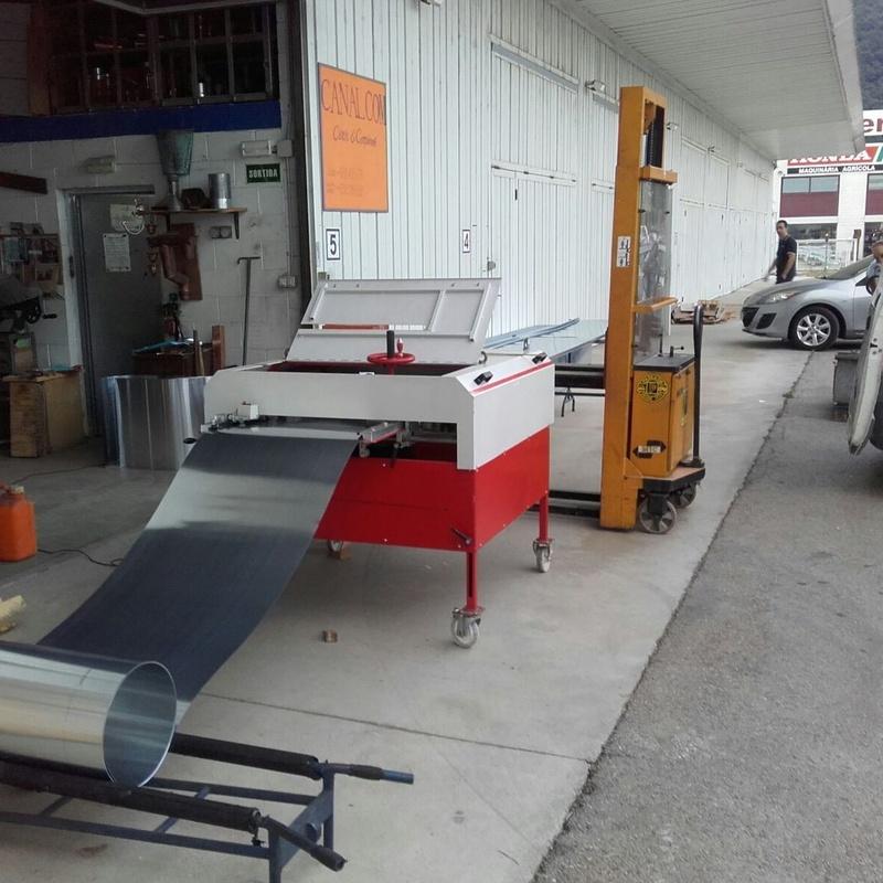 Fabricación de bandejas  de zinc natural para cubierta alzada en Girona