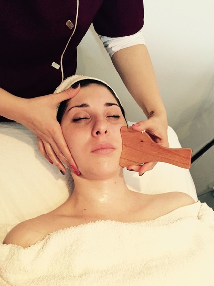 Maderoterapia Facial: Tratamientos de belleza de Yani's Centro de Estética