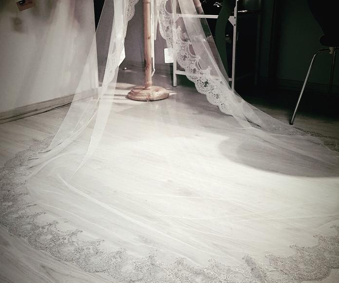 Velo de novia gris plata Rf. 29006: Catálogo de La Parisién Sevilla