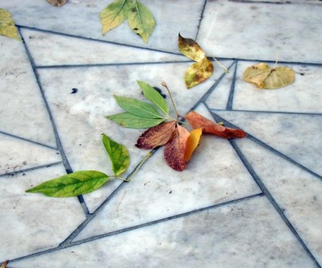 La limpieza diaria de los pavimentos de mármol