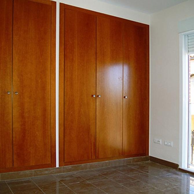 ¿Qué tipo de puertas puedo poner en el armario nuevo?