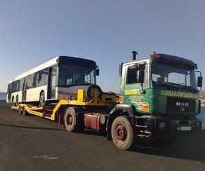 Transporte de autobús de tres ejes en Fuerteventura