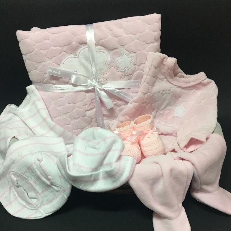 Canastillas de bebé: Vestidos y Trajes de Joan Lo