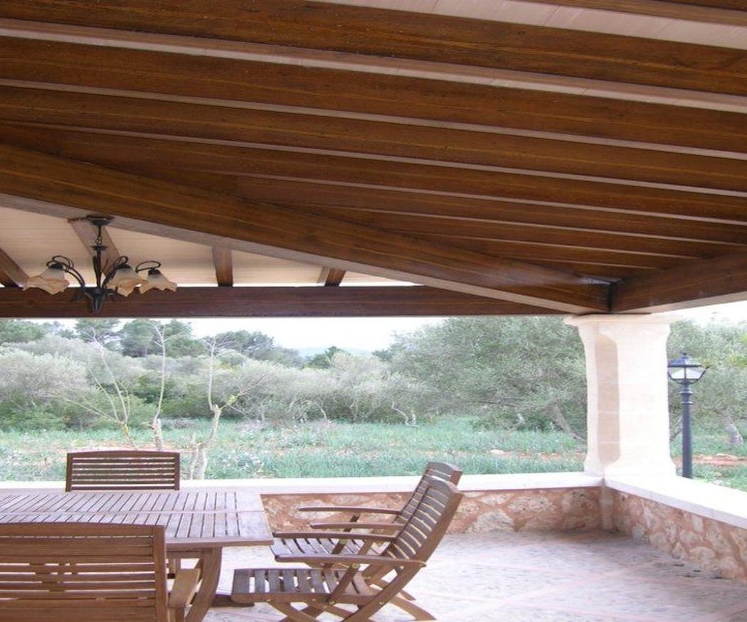 Pérgolas imitación madera, la mejor opción para decorar tu jardín