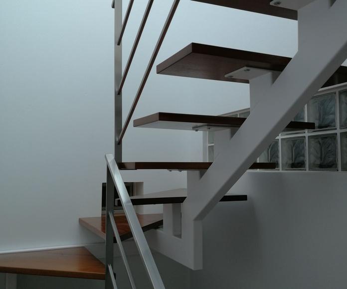 Barandilla de acero inoxidable montada en vivienda particular.