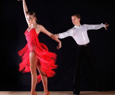 Cursos de iniciación de bailes de salón y latinos