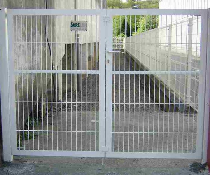 Puertas metálicas peatonales: Servicios de Cercados Sarelan