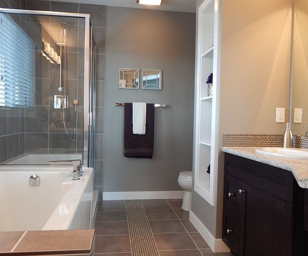 ¿Mamparas de baño acrílicas o de vidrio templado?