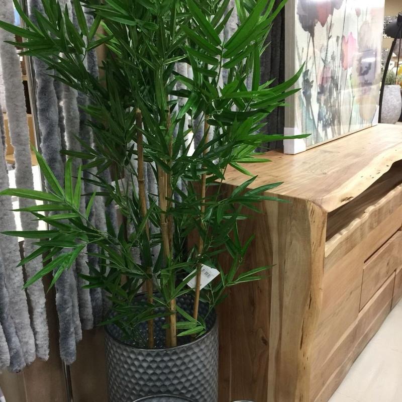 Mueble de madera maciza