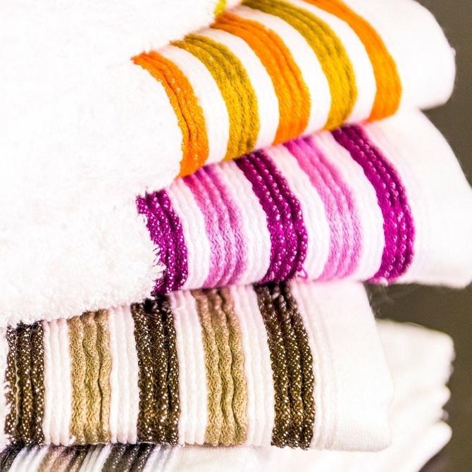Elementos textiles que no deben faltar en tu cuarto de baño