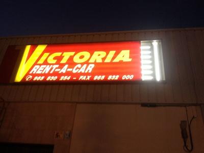 Instalación cartel luminoso LED: Electricidad Buades Fercres