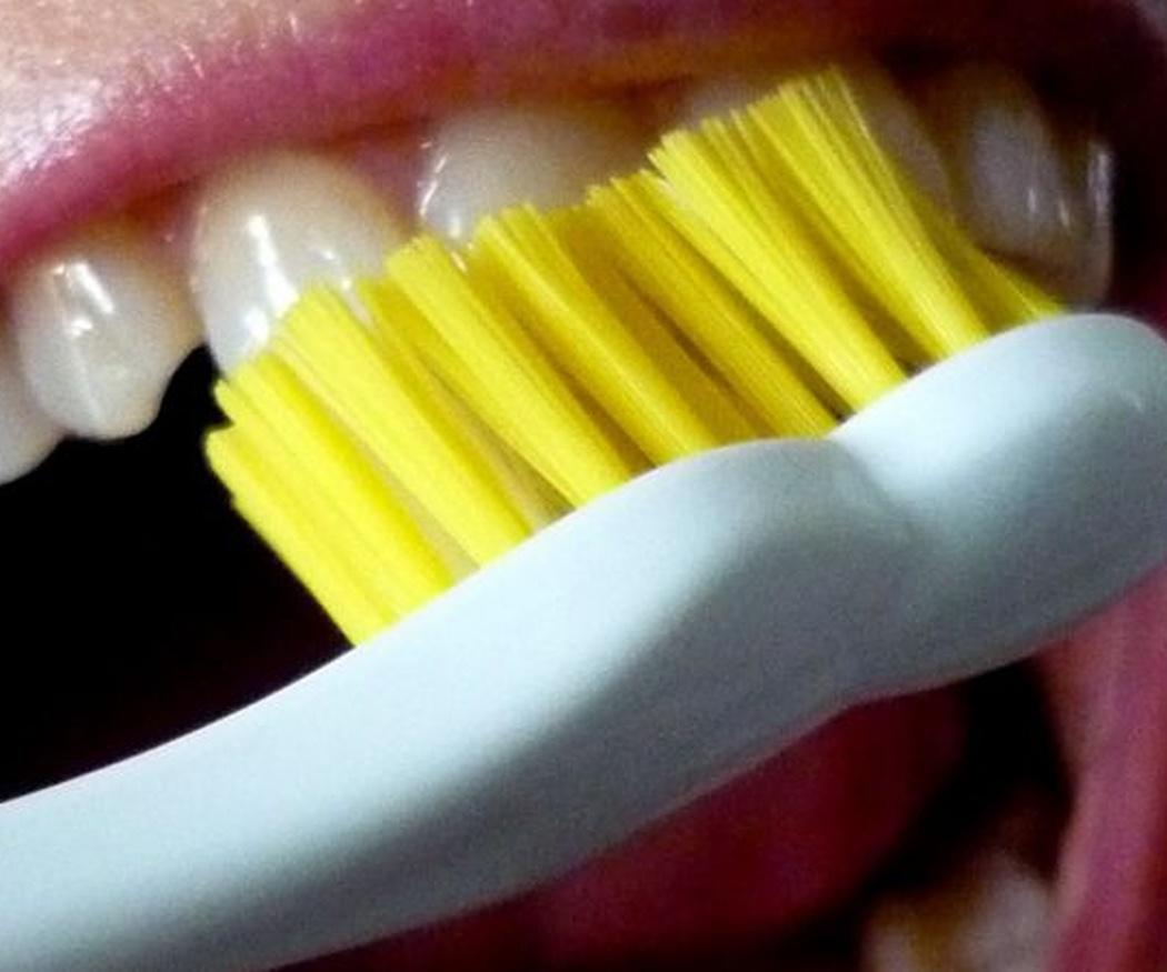 Enseña a tus hijos a cepillarse correctamente los dientes