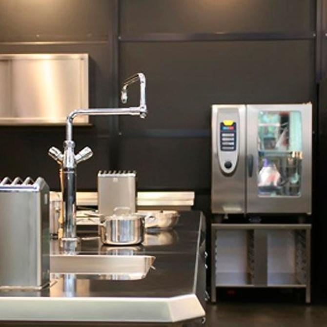 Las ventajas de poner acero inoxidable en las cocinas