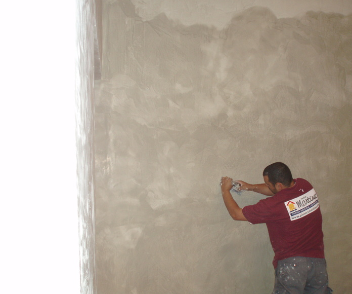 Trabajos de pintura decorativa con estuco (en proceso)