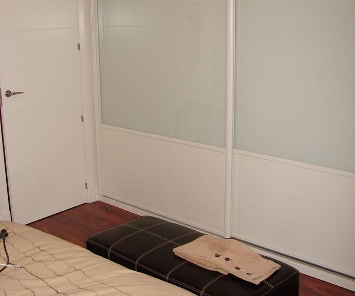Opción de armario lacado con cristal