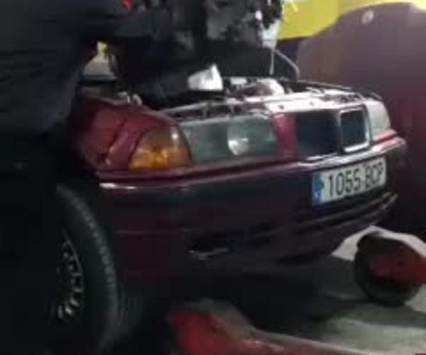 Completamos restauración de BMW 325i E-36 (motor) con un time lapse de la introducción del motor