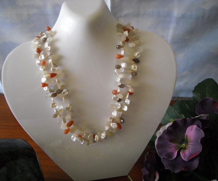 Piedra de luna multicolor con perlas Keisy