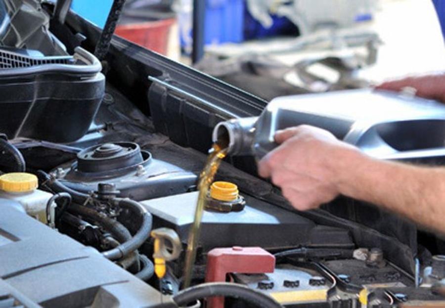 ¿Para qué sirve el aceite de motor de un coche?