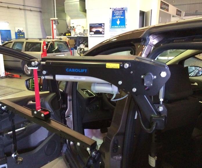 Adaptación de vehículos en Langreo   Grua Carolift para silla de ruedas