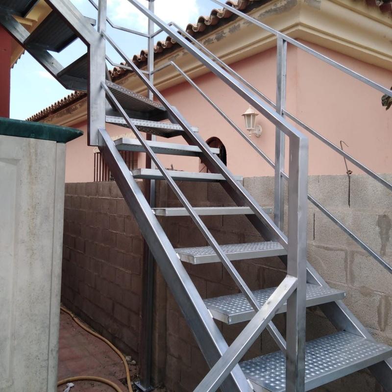 Escaleras metálicas: Nuestros servicios de Cerrajería Inox Las Salinas
