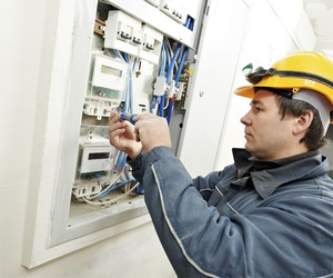 Montaje de cuadros eléctricos para comunidades