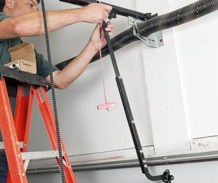 Instalación y reparación de cierrapuertas