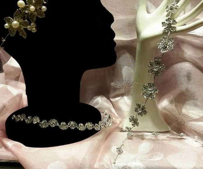 Tiaras y bisutería. Complementos para novia