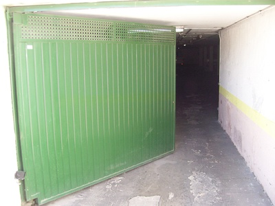 Puertas abisagradas: Automatizaciones Lázaro, S.L.