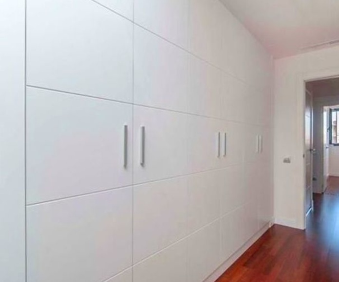Un armario a medida y de gran capacidad en el pasillo?