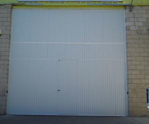 Puerta basculante industrial