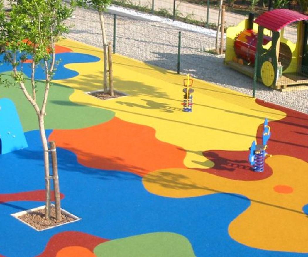 Razones para elegir el pavimento de caucho para lugares de uso infantil