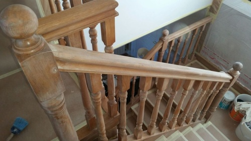 Lacado de baranda de escaleras antes