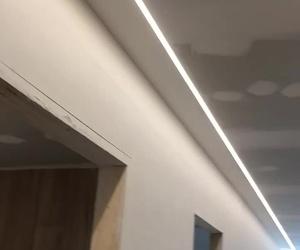Instalación de tira de led 3000k en pasillo vivienda