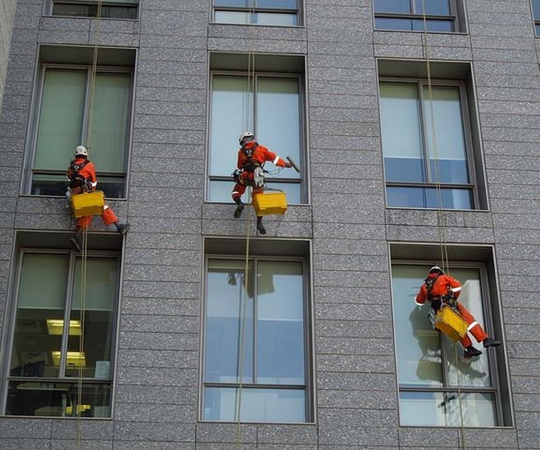 La seguridad en la limpieza de cristales en altura